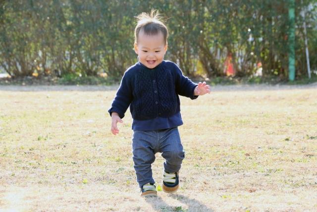 【うちの子全然歩かない!】焦らなくて大丈夫!1歳5ヶ月で歩き始めた次男【のんびり屋さん】
